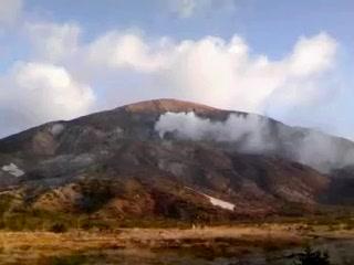 一切経山噴火口