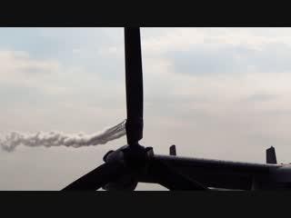 オスプレイの上を飛ぶブルーインパルス(新田原エアフェスタ2013)