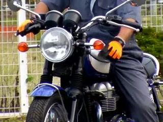 ボンネビルT100_1308250535.t.MP4